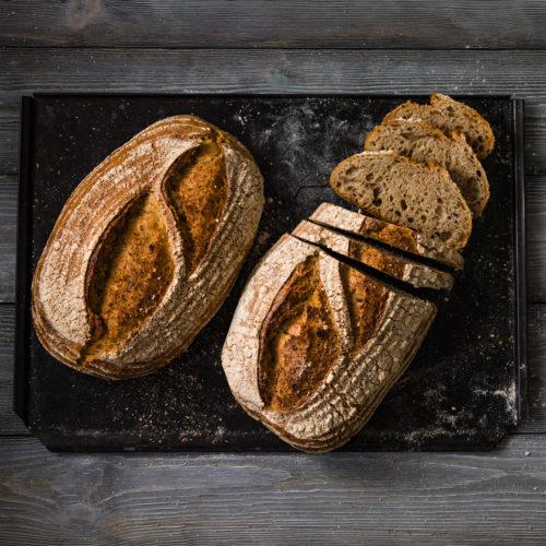 Surdegsbröd med vete och råg
