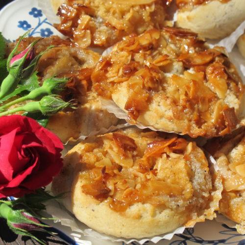 Glutenfria bullar med mandelfyllning och kokosknäck
