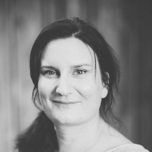 Maria Blohm har Skrivit boken LÅNGJÄST och LÄTTBAKAT